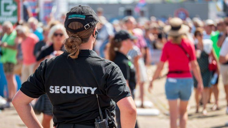 Security Guard Femaile Earpiece 750 420